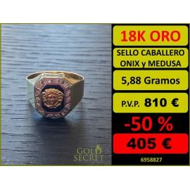 Sello Caballero hEXAGONAL Ónix con Orla de Circonitas y Medusa Central Oro 18 Kilates